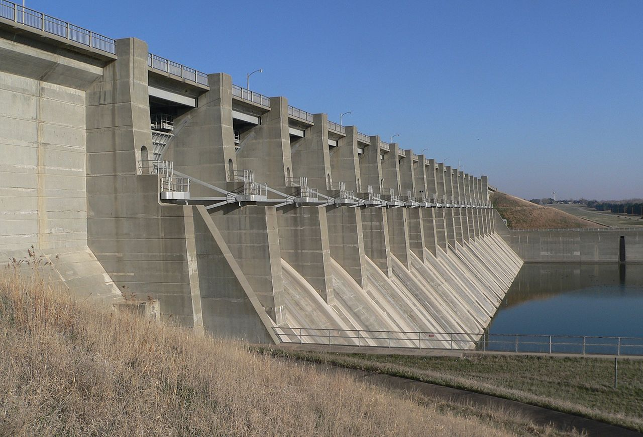 File:Harlan County Dam outlet structure 4.JPG - Wikimedia ...