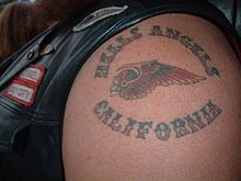 Hells angels logo i en tatovering