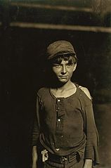 Hine - Typical glassworks boy, 1908.JPG
