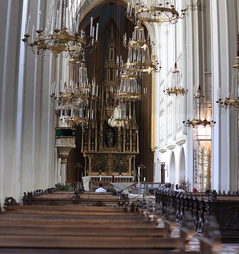 Hofburg Wien Augustinerkirche stitched b 2009 PD.jpg