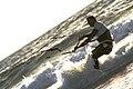 Hombre haciendo Kite surf (3771908414).jpg