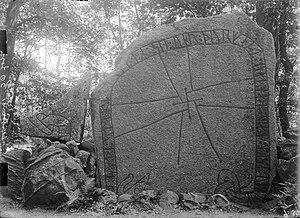 Östergötland Runic Inscription 77 - Photograph of the runestone taken in 1894 by Erik Brate.