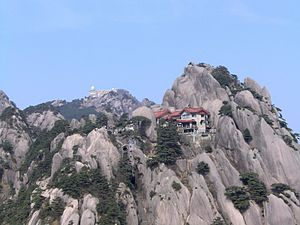 English: Hotels on the peaks of Huangshan