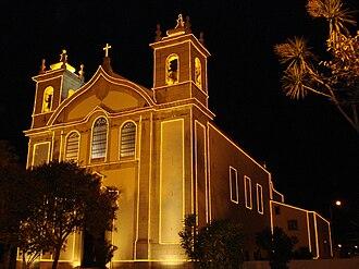 São Domingos de Rana - The parochial church of São Domingos de Gusmão illuminated by Christmas lights (2008)