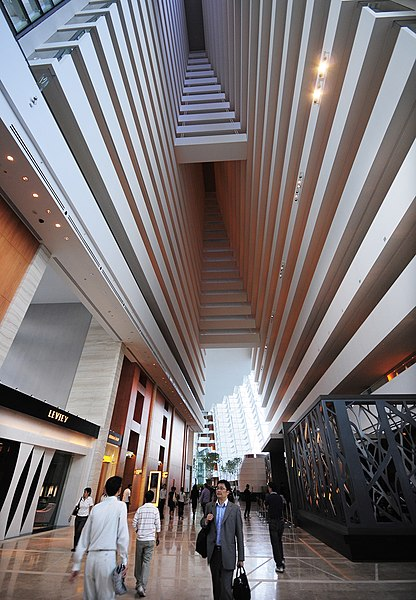 Dosiero:Inside-Marina Bay Sands.jpg
