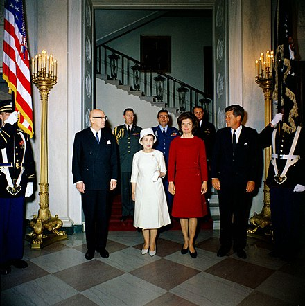 The Kekkonens from Finland visited the United States and met John F. Kennedy in 1961. From left: President Urho Kekkonen, Sylvi Kekkonen, Jacqueline Kennedy Onassis and John F. Kennedy. JFKWHP-KN-C19113.jpg