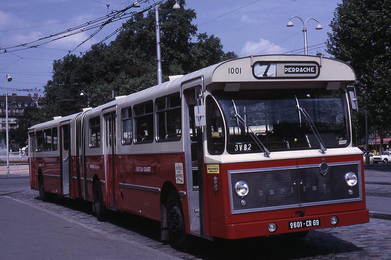 File jhm 1967 berliet ph 12 180 wikimedia - Bus grenoble lyon ...