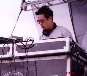 Linkin Park - Joe Hahn performing with Linkin Park at Rock am Ring in 2001