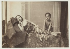 KITLV 2519 - Kassian Céphas of Sem Céphas - Young woman massaged by a child in Java - 1901-03-1902-07.tif