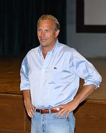 L'actor, productor, director, cantaire y musico estatounitense Kevin Costner, en una imachen de 2003.