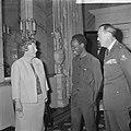 Koningin Juliana, president Nyerere en prins Bernhard op paleis Soestdijk, Bestanddeelnr 917-6728.jpg