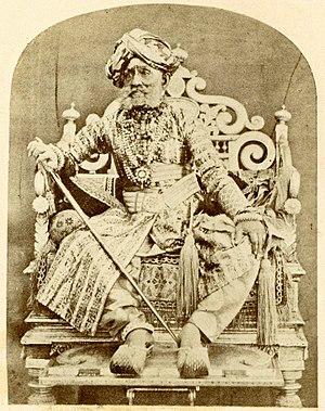 Krishnaraja Wadiyar III - Photograph of maharadja Krishnaraja Wodeyar III on his throne (± 1866)