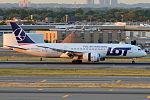 LOT, SP-LRE, Boeing 787-8 Dreamliner (20174297172).jpg