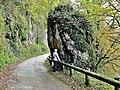 La pierre qui tourne. Route de la Goulotte.jpg