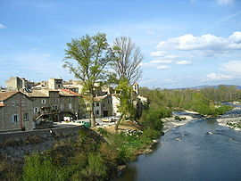 Lanas alongside the Ardèche