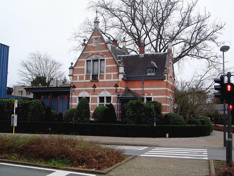 Landhuis 1883 - Bredabaan 131 in Brasschaat
