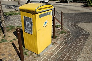 La Poste (France) - A contemporary pillar box in Gif-sur-Yvette.