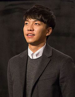 "Lee Seung-gi at the premiere for ""Love Forecast"", 17 January 2015 01.jpg"