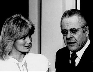 Hunter (1977 TV series) - Linda Evans and guest star William Windom in a 1977 episode