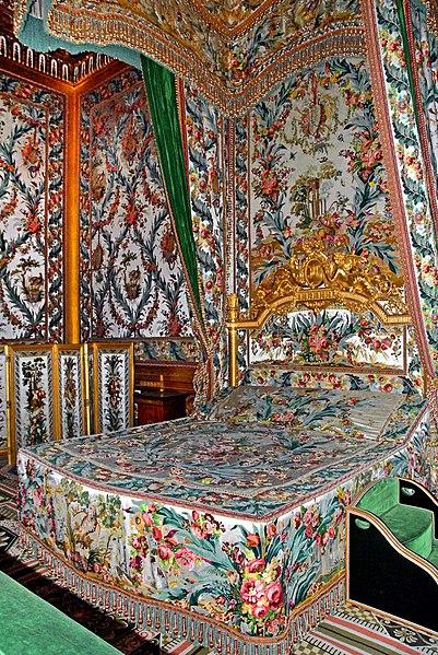 Fichier:Lit de la chambre de l'Impératrice (Château de Fontainebleau).jpg