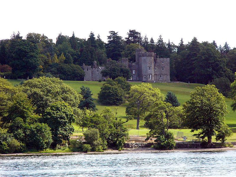 File:Loch Lomond Balloch Castle.jpg