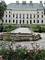 Lubartów, pałac Sanguszków (w kwiatach).jpg