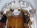 Lubiąż, klasztor, 1692-1710 rzeźby nad wejściem do sali książęcej.JPG