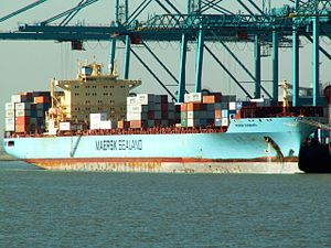 Maersk Duisburg IMO 9105920, at Port of Antwerp, Belgium 10-Oct-2005.jpg