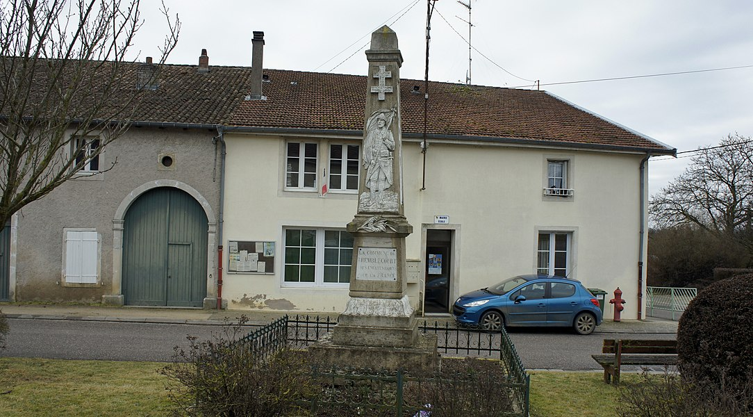 Mairie et monument aux morts de Tremblacourt.