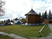 Manastirea Rarau - Biserica veche si chilii.jpg