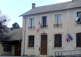 The town hall in Manteyer