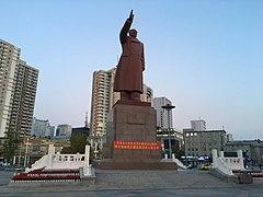Mao Zedong Statue (Dandong).jpg