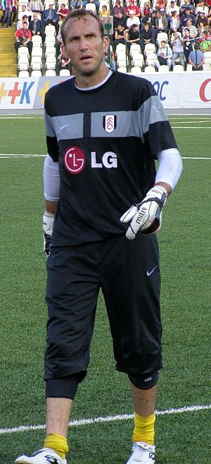 Mark Schwarzer - Schwarzer warming up for Fulham