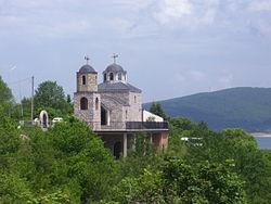 Mavrovi-Hanove-Church-02.jpg
