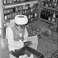 Mawalawi Abdul Sotār – hakim i zielarz w swoim sklepiku - Dawlatabaad - 002735n.jpg