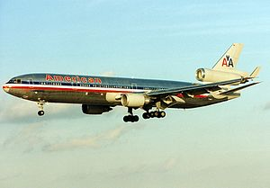McDonnell Douglas MD-11, American Airlines AN0214413.jpg