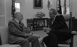 Drew Pearson (journalist) - Pearson with Lyndon Johnson, 1967