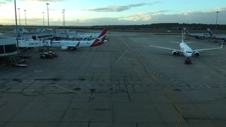 Ficheiro:Melbourne Airport Timelapse - May 10th, 2015.webm
