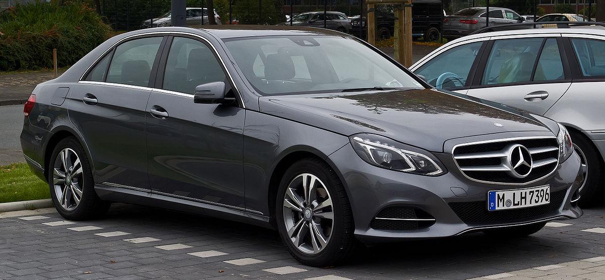 Mercedes-Benz E 200 Avantgarde (W 212, Facelift) – Frontansicht, 24. Oktober 2015, Münster.jpg