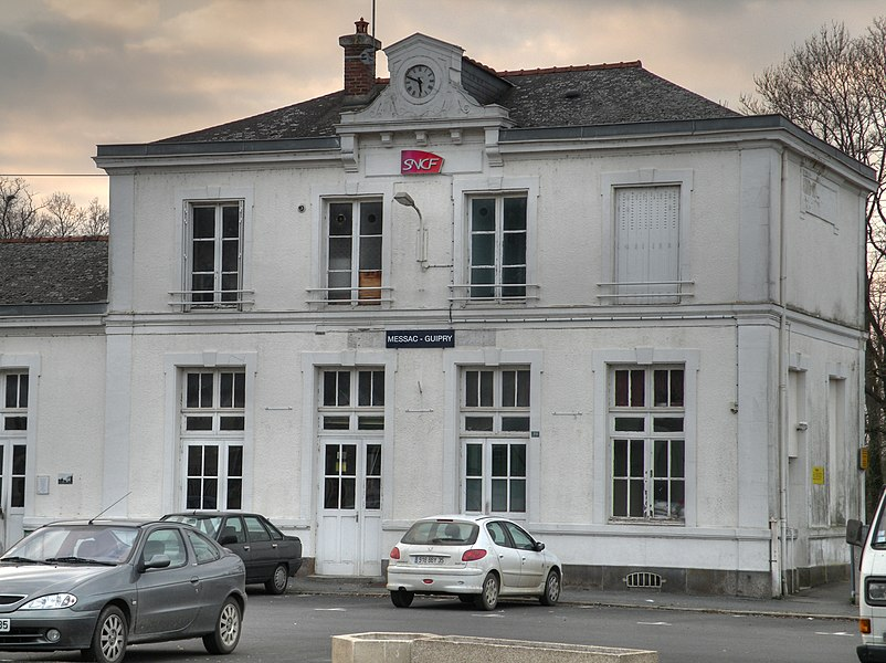 The Messac - Guipry railway station.