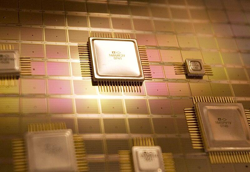Файл:Microchip Milandr.jpg