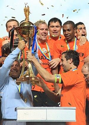 Mircea Lucescu - Mircea Lucescu lifting the Ukrainian Cup in 2011