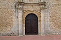 Montalbo, Iglesia de Santo Domingo de Silos, detalle puerta principal.jpg