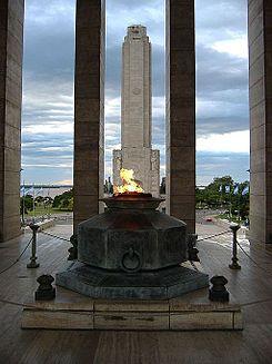 Monumento a la Bandera 2.jpg