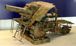 "Big Bertha (howitzer) - Model of the road-mobile ""M-Gerät"" (M-device) version. The model can be seen at the Paris Army Museum"