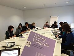 Museum staff learning to edit Wikipedia.JPG