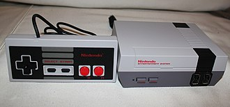 NES Classic Edition - Image: NCM Konsole mit Controller
