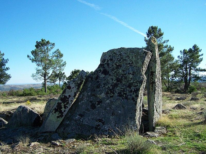 Image:Necropole Megalitica Lameira-de-Cima 5 (OUT-06).jpg