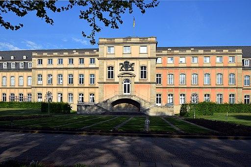 Neues Schloss Stuttgart Rückseite 02