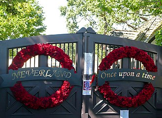 Neverland Ranch - Neverland Ranch gates